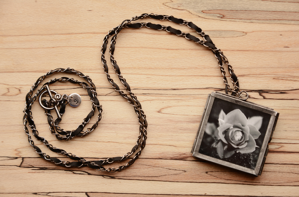 LOVE-rose-photo-necklace-shutter-jewellery.rs