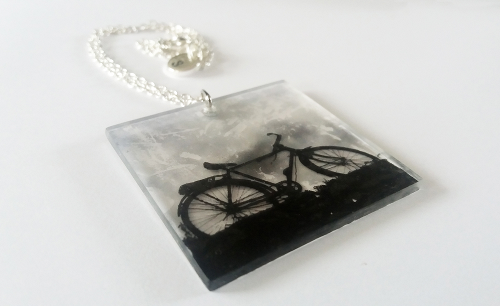 acrylic-bike-necklace-rs