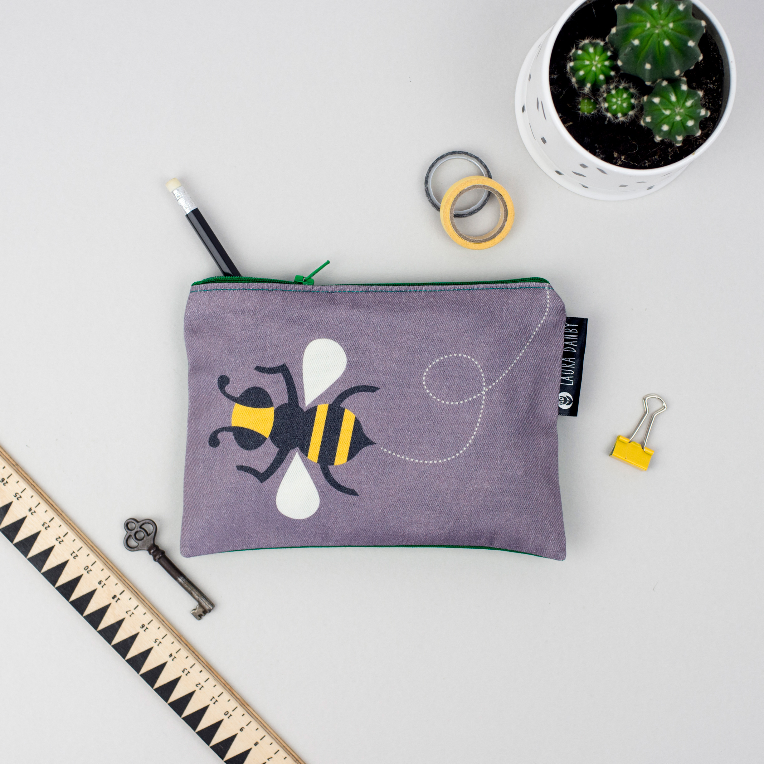 Bee-Purse-Front